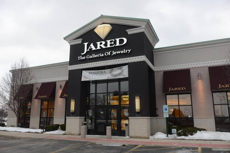 We offer five times the selection of ordinary jewelry stores, price it well, and present it with the help of a team of experts, thereby creating the ultimate jewelry shopping experience. Come learn more about our engagement and wedding rings, diamonds, gemstones, watches, and personalized jewelry. Visit Jared in Colorado Springs today%(4).