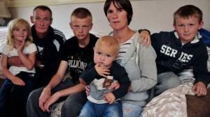 343705_Britain-poor-family