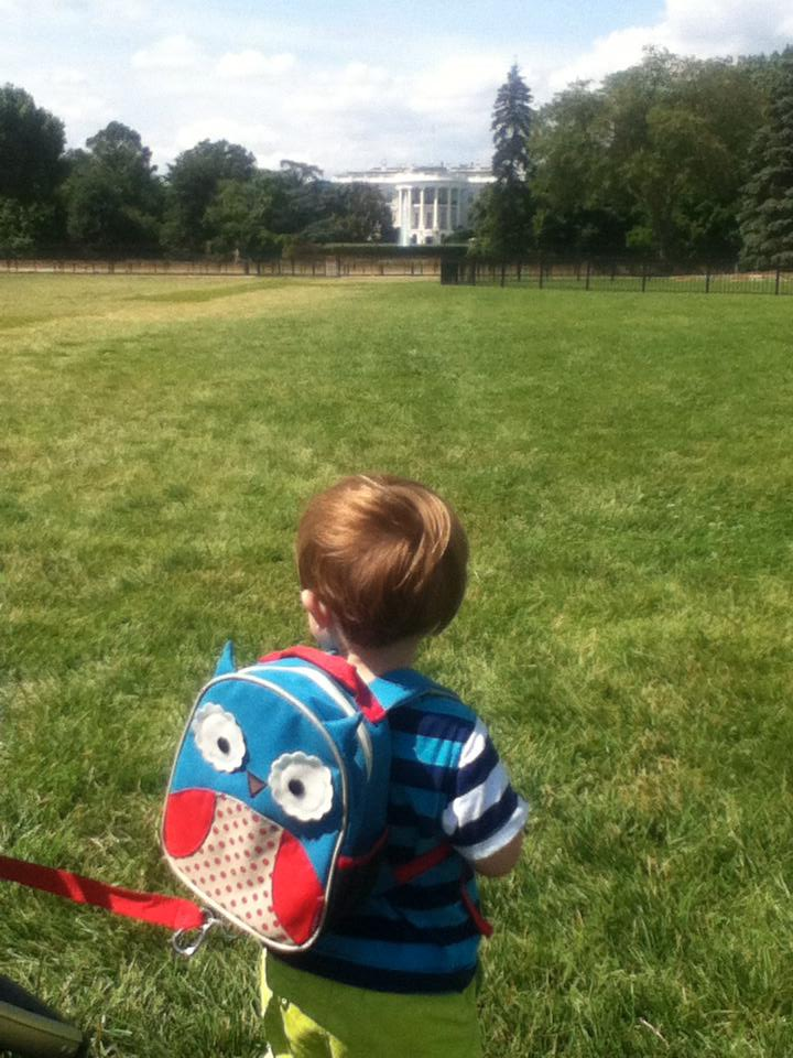 toddler sneaks on to white house property