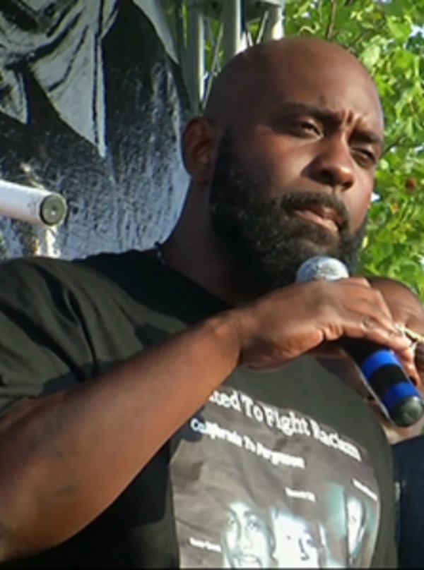 Michael Browns Father Rebuilds Memorial After It Was Set Ablaze [VIDEO]