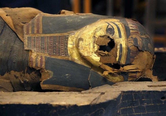 CHICAGO- EGYPTIAN MUMMY'S COFFIN OPENED AT FIELD MUSEUM