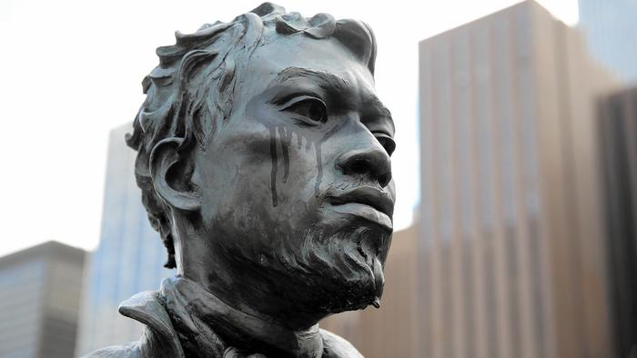 ct-ct-dusable-statue-vandalism6-jpg-20150119