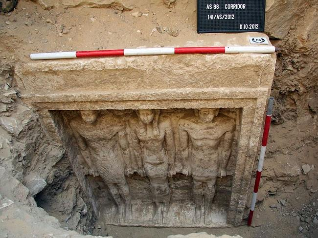 ARCHAEOLOGISTS DISCOVER TOMB OF UNKNOWN QUEEN IN EGYPT