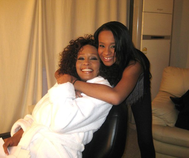 Bobbi Kristina's Grandmother & Bobby Brown Will Allegedly Pull The Plug At Midnight Of Whitney Houston's Death
