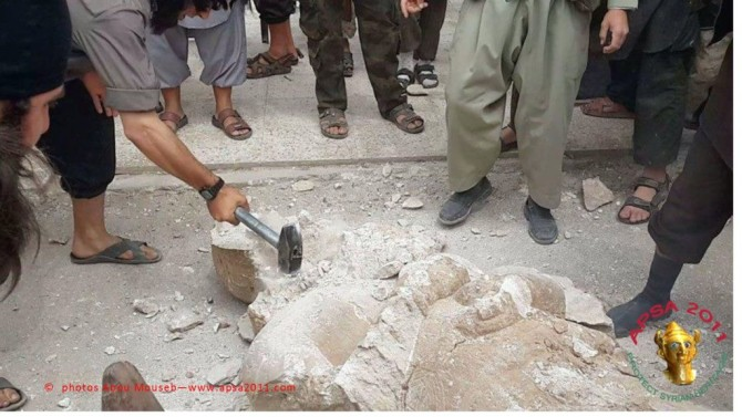 Islamic State Fighters Smash Historic Statues In Iraq Dating Back To 2500 to 605 BC