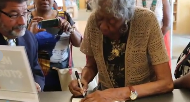 After 73 Years, An African-American Woman Gets A Library Card Who Was Denied One In 1942 Due To Racism