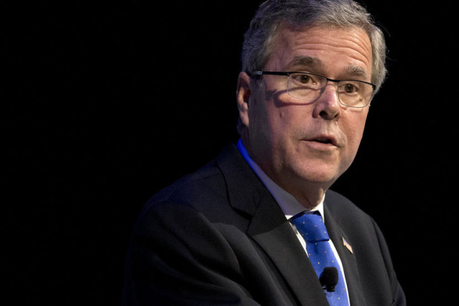 Jeb Bush's Staff Slowly Packs Their Belongings As He Starts To Lose Ground In His Campaign