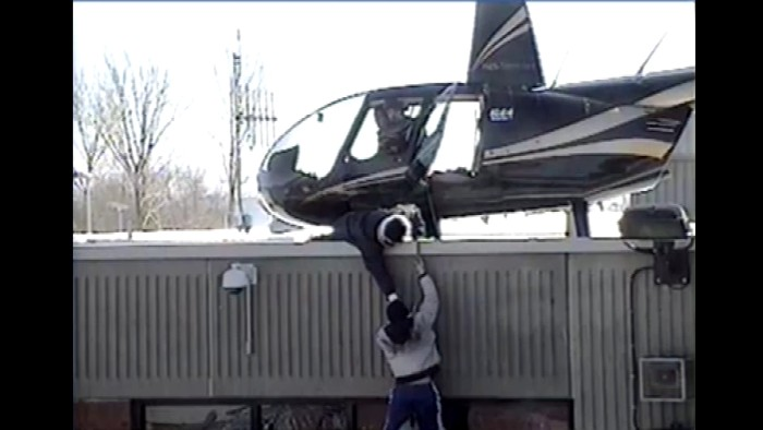 Canada: Inmates Escape From Prison From St-Jerome Jail By Helicopter [Video]