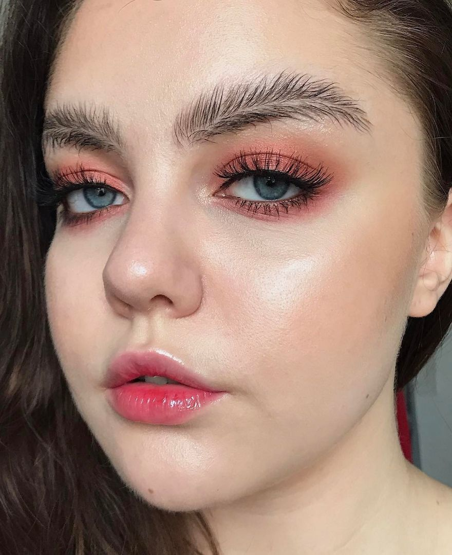 New Beauty Trend: Feather Brows Are The Latest In Fashion Like It Or Not?