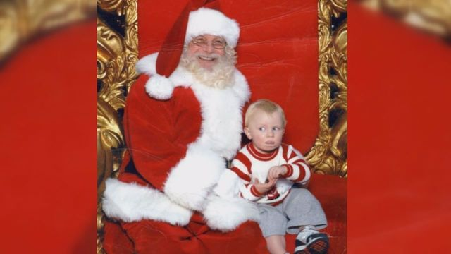 "Not Everyone Is Fond Of Santa, Toddler Signals ""HELP"" In Sign Language After Sitting On Santas Lap"